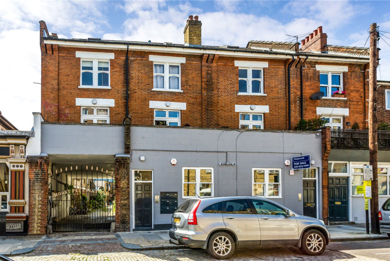 Flat/apartment for sale in  - Mount Pleasant Crescent, London, N4