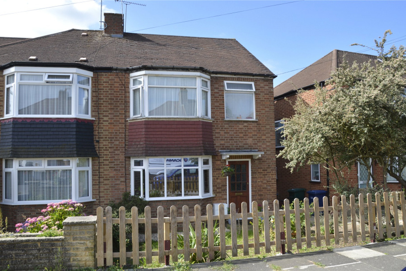 House for sale in Barnet - The Linkway, Barnet, Herts, EN5