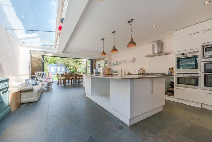 House for sale in Kensal Rise & Queen's Park - Harvist Road, London, NW6