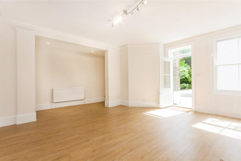 Flat to rent in St Johns Wood - CASTELLAIN ROAD, W9 1EY