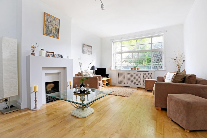 Flat for sale in Clapham - TRINITY CLOSE, SW4