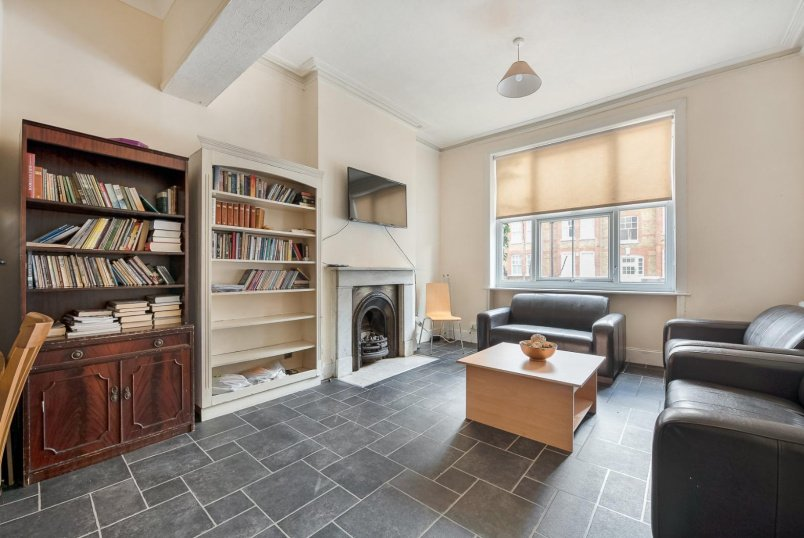 House - terraced for sale in Clapham - QUEENSTOWN ROAD, SW8