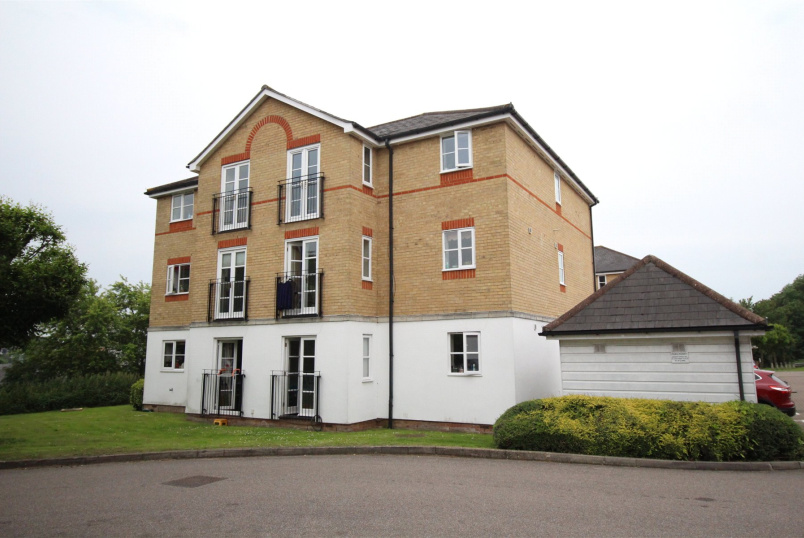 Flat/apartment for sale in Barnet - Clarence Close, New Barnet, Herts, EN4