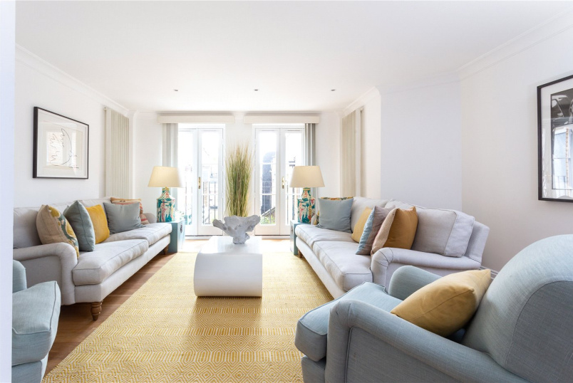 Flat/apartment for sale in Knightsbridge & Chelsea - Beauchamp Place, London, SW3
