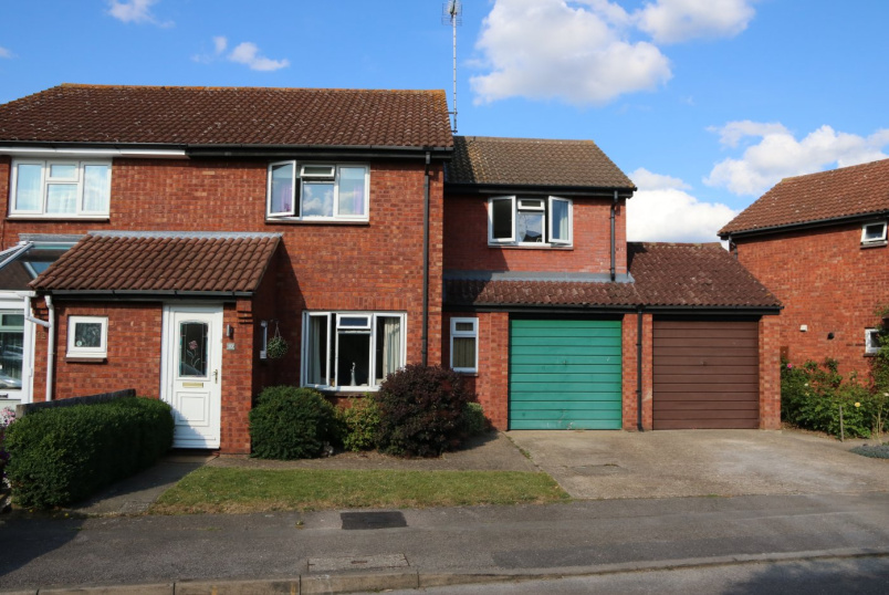 House for sale in Reading - Flamborough Close, Lower Earley, Reading, RG6