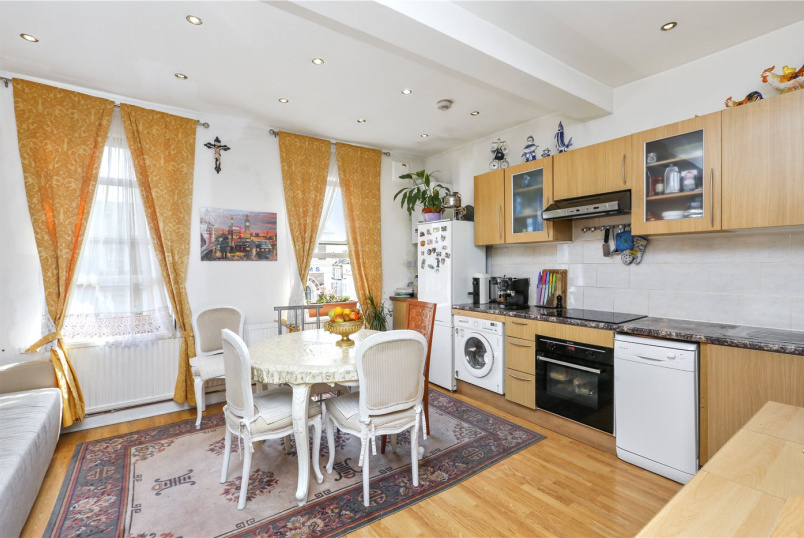 Flat/apartment for sale in Shepherds Bush & Acton - Uxbridge Road, London, W12