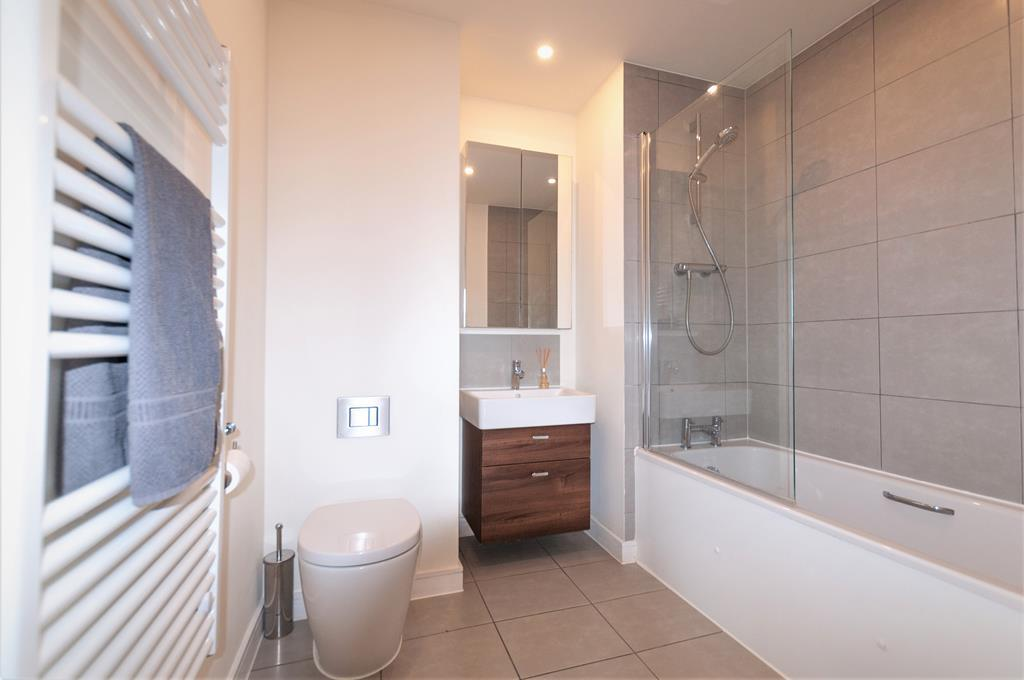 Modern Two Bedroom Apartment | Parking Space| Welsh Harp Nature Reserve | NW9 Image 8