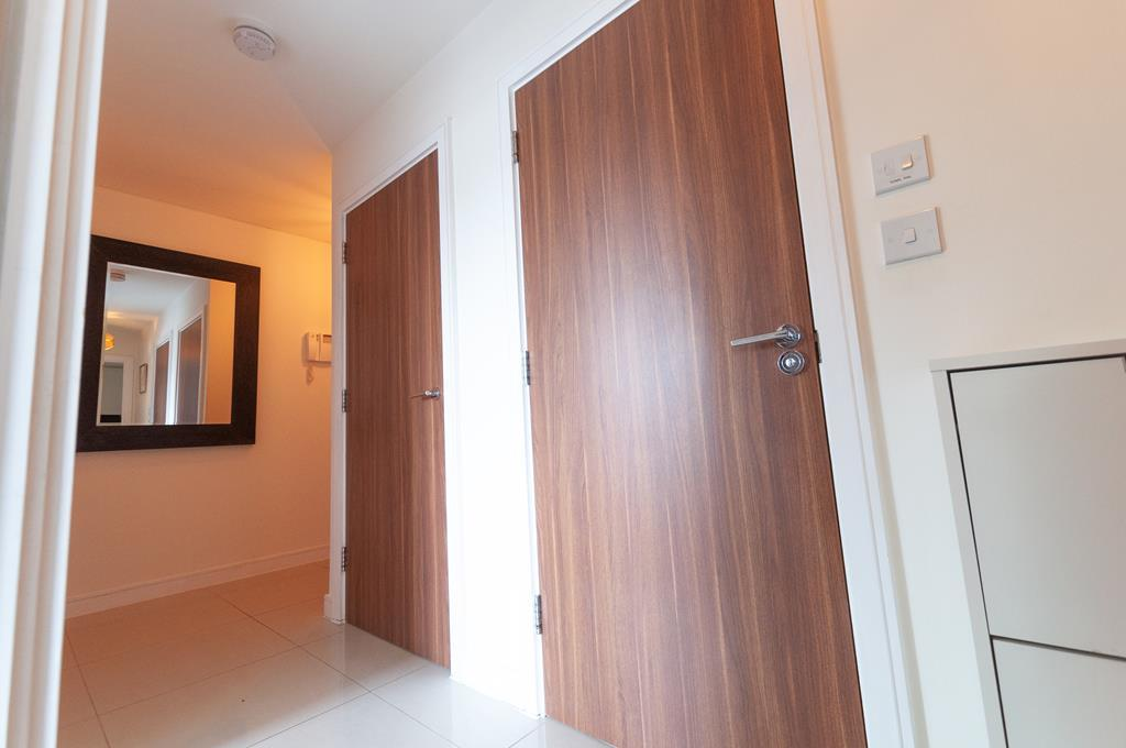 Modern Two Bedroom Apartment | Parking Space| Welsh Harp Nature Reserve | NW9 Image 12