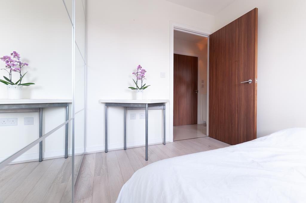Modern Two Bedroom Apartment | Parking Space| Welsh Harp Nature Reserve | NW9 Image 5