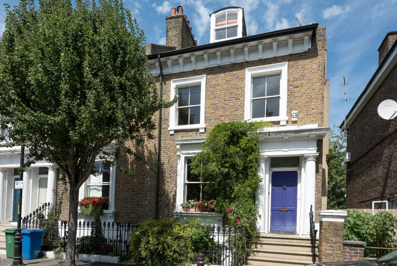 House - terraced to rent in Kennington - SUTHERLAND SQUARE, SE17