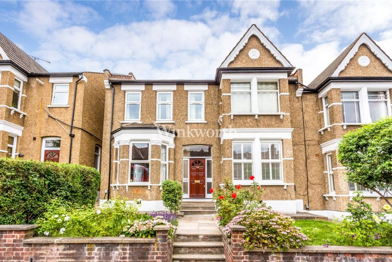 Flat/apartment for sale in  - Brownlow Road, London, N11