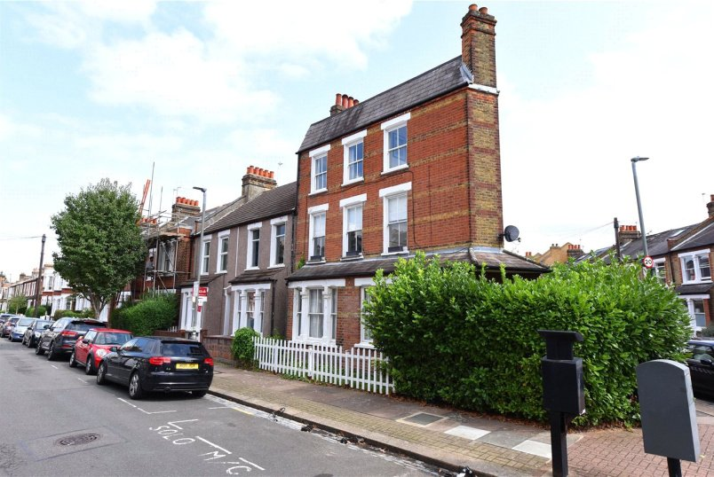 Flat/apartment for sale in  - Balvernie Grove, London, SW18