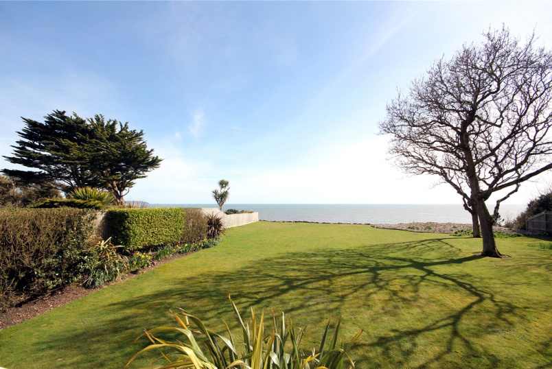Flat/apartment for sale in Highcliffe - Rothesay Point, 15 Wharncliffe Road, Highcliffe-On-Sea, BH23