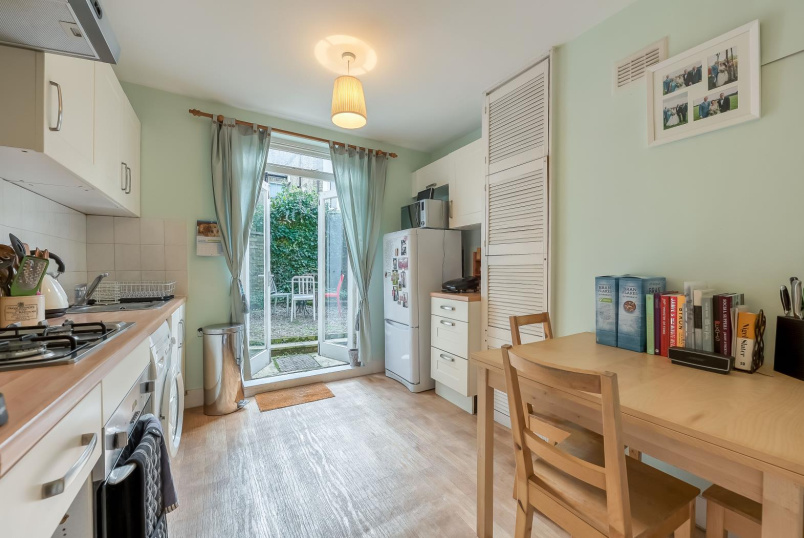 Flat to rent in Battersea - FONTARABIA ROAD, SW11