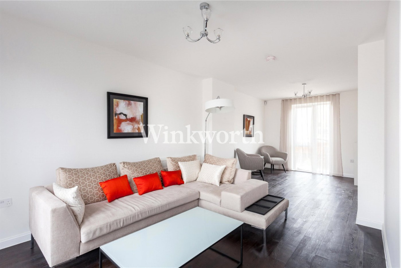 House for sale in Hendon - Corner Mead, London, NW9