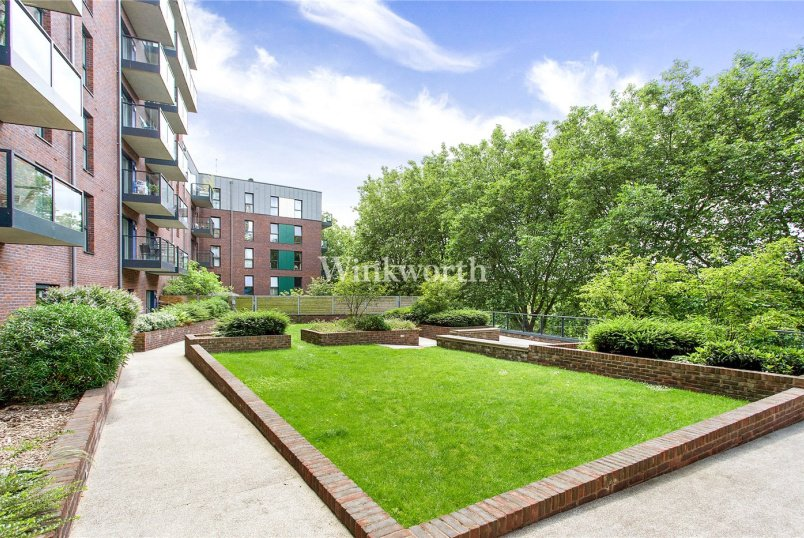 Flat/apartment for sale in Hendon - Goshawk Court, 5 Shearwater Drive, London, NW9