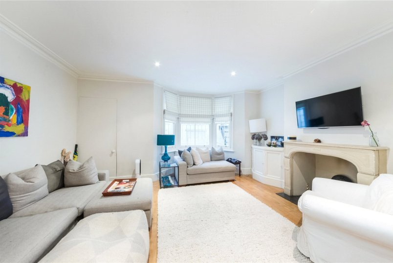 House to rent in Knightsbridge & Chelsea - Redburn Street, London, SW3