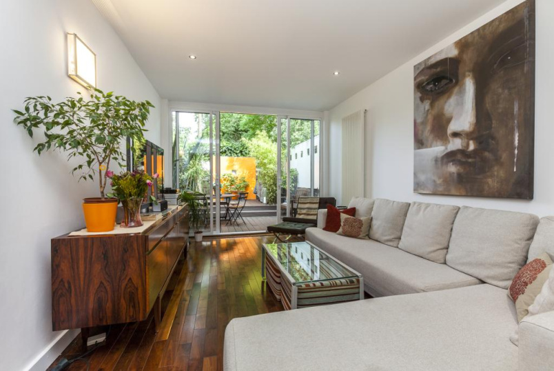 House to rent in Islington - Southgate Road, De Beauvoir, London, N1