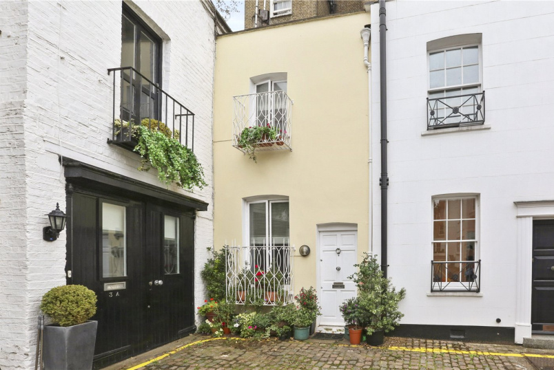 House for sale in Notting Hill - Victoria Grove Mews, London, W2