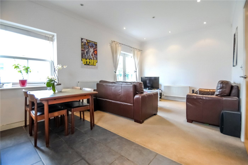 Flat/apartment to rent in Kentish Town - Caledonian Square, London, NW1