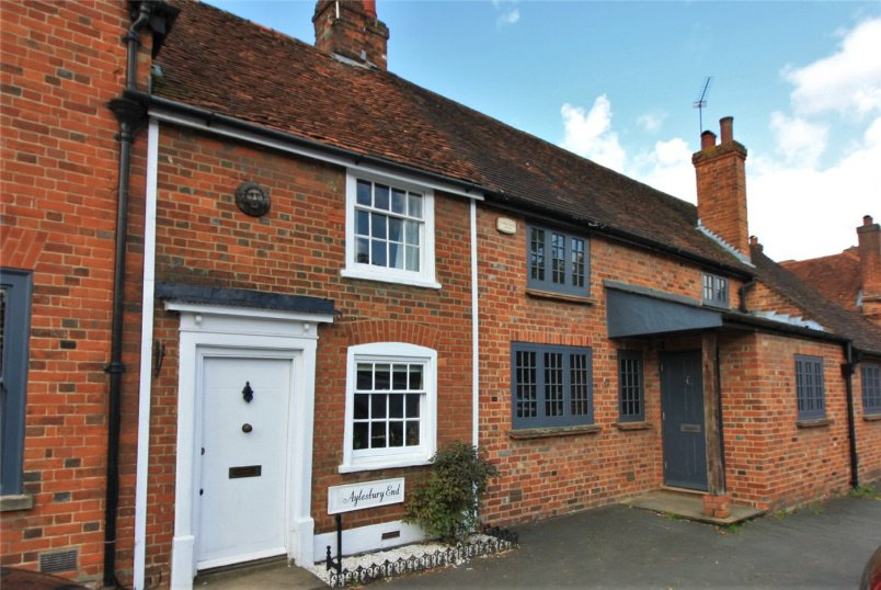 Cottage to rent in Beaconsfield - Aylesbury End, Beaconsfield, HP9