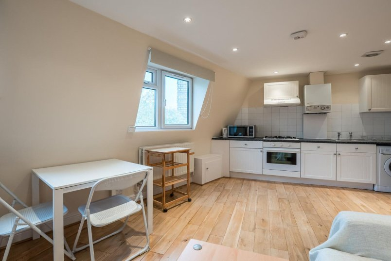 Flat for sale in Battersea - FALCON ROAD, SW11