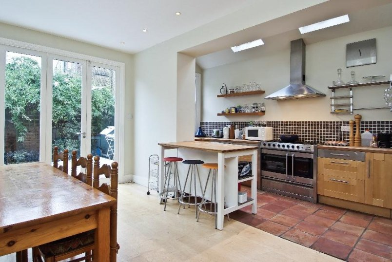 House - terraced to rent in Battersea - CANFORD ROAD, SW11