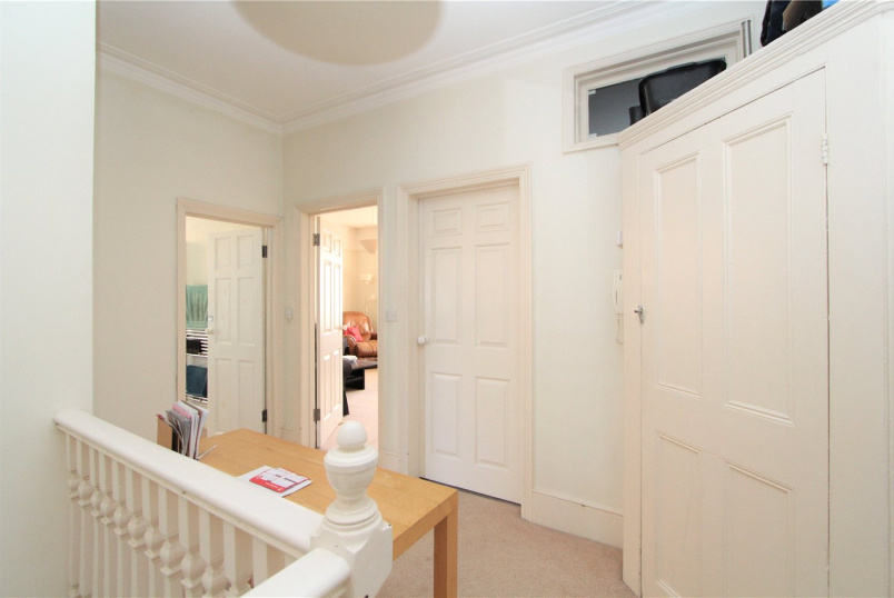 Flat/apartment to rent in Ealing & Acton - Creffield Road, London, W3