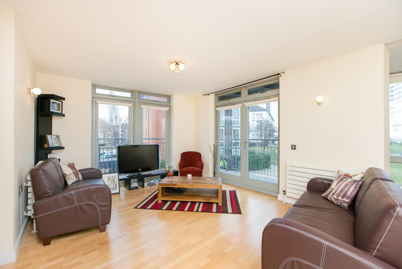 Flat/apartment to rent in North Kensington - Hunt Close, London, W11