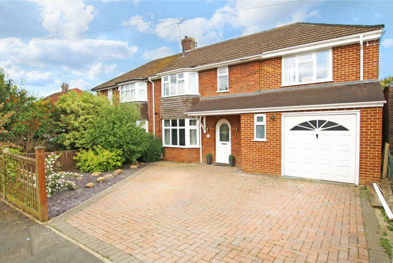 House for sale in  - Blewbury Drive, Tilehurst, Reading, RG31