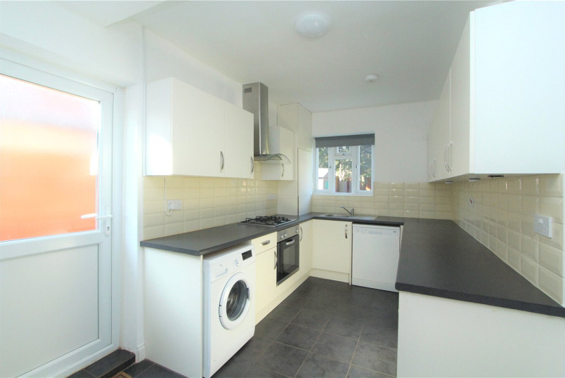 House to rent in Ealing & Acton - Cuckoo Avenue, London, W7