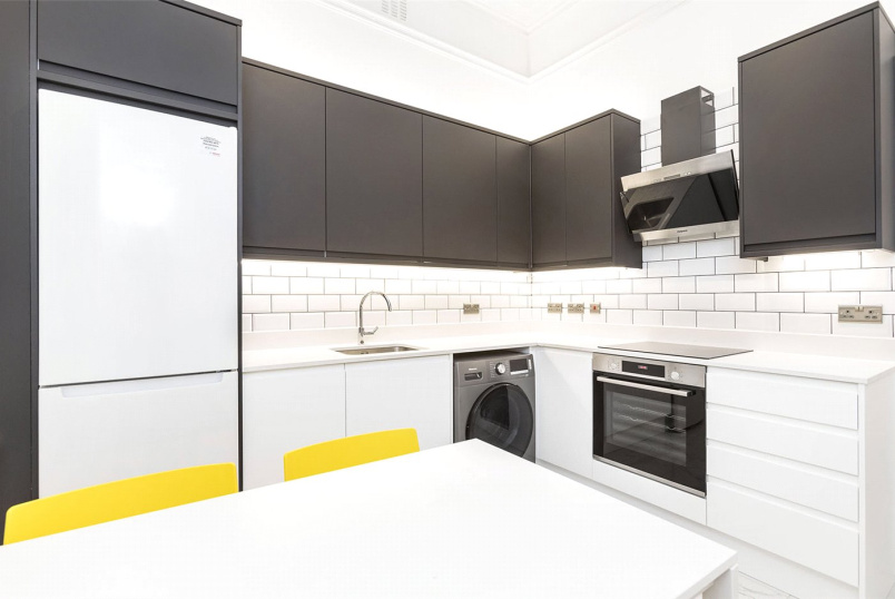 Flat/apartment to rent in West End - Bedford Court Mansions, Bedford Avenue, London, WC1B