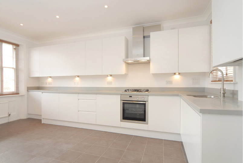 Flat to rent in St Johns Wood - MARLBOROUGH PLACE, NW8 0PT