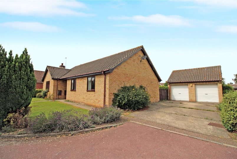 Bungalow for sale in Poringland - The Meadows, Thurton, Norwich, NR14
