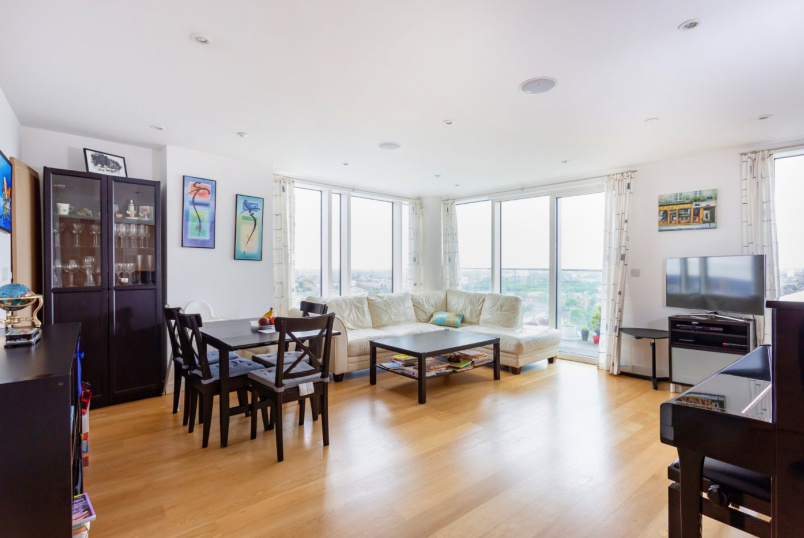 Flat/apartment for sale in Highbury - Residence Tower, Woodberry Grove, London, N4