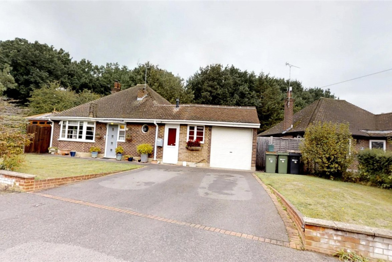 Bungalow for sale in Guildford - Westfield Drive, Bookham, Leatherhead, KT23