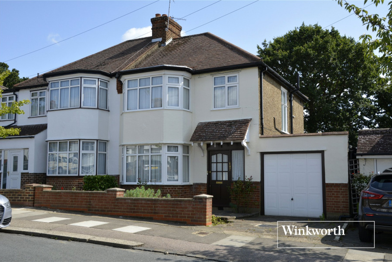 House for sale in  - Hillside Gardens, High Barnet, Herts, EN5