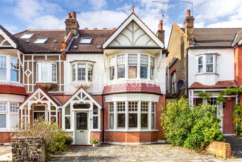 House for sale in Palmers Green - Derwent Road, London, N13