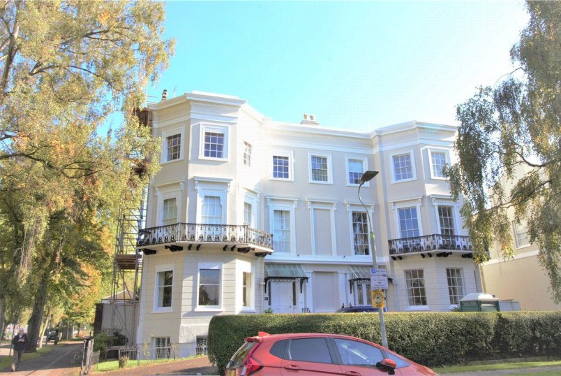 Flat/apartment to rent in Cheltenham - Pittville Lawn, Cheltenham, GL52