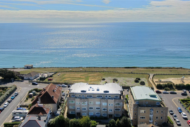 Flat/apartment for sale in Southbourne - Bluebay, 75-77 Boscombe Overcliff Drive, Bournemouth, BH5