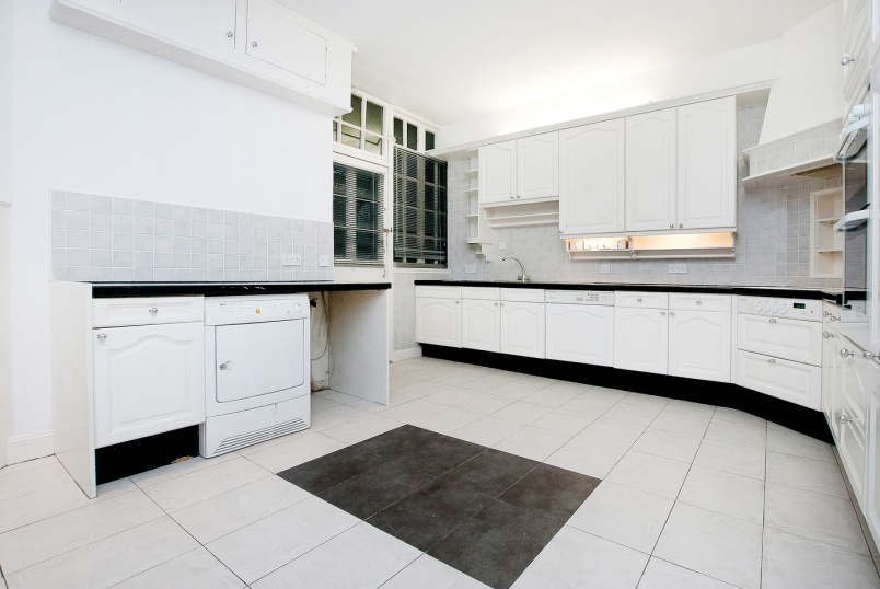 Flat to rent in St Johns Wood - HANOVER HOUSE, ST JOHN'S WOOD HIGH STREET, NW8