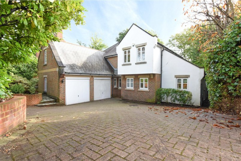 House for sale in Weybridge - Hanger Hill, Weybridge, KT13