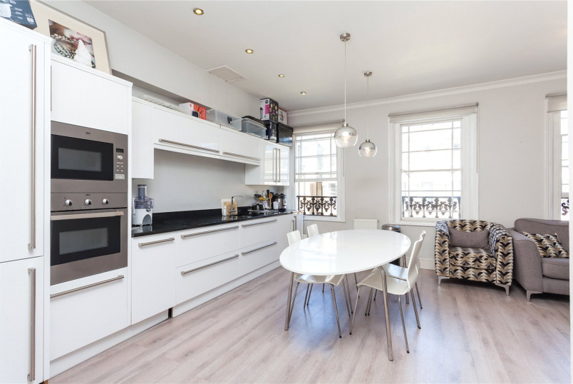 Flat/apartment to rent in Islington - Milner Square, Angel, N1