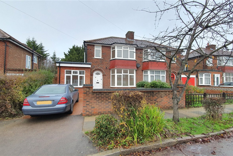 House to rent in Harrow - Broadcroft Avenue, Stanmore, Middx, HA7