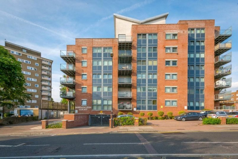 Flat/apartment to rent in Kensal Rise & Queen's Park - Donnington Court, Donnington Road, London, NW10