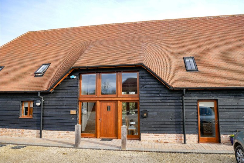 Barn conversion to rent in Newbury - Coombesbury Farm Barn, Ownham, Newbury, RG20