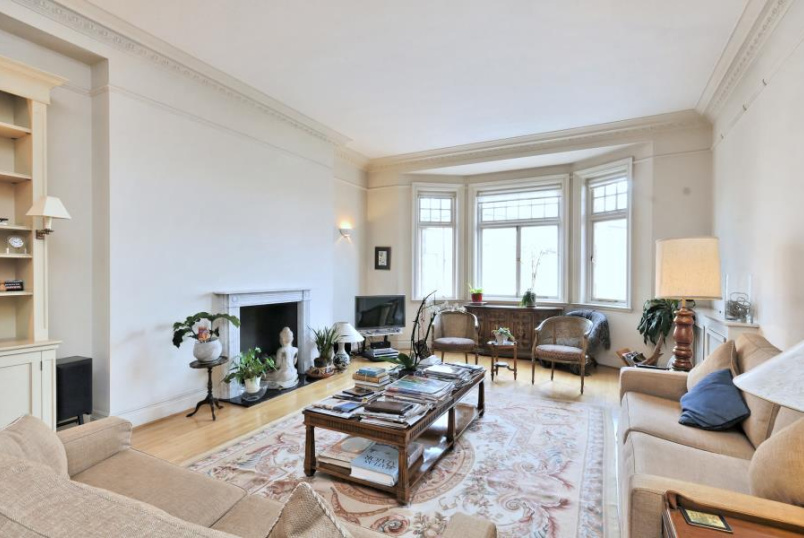 Apartment for sale in St Johns Wood - NORTH GATE, PRINCE ALBERT ROAD, NW8 7EG