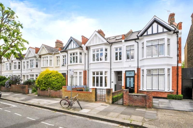 House to rent in Hammersmith - Sedgeford Road, Shepherds Bush, W12