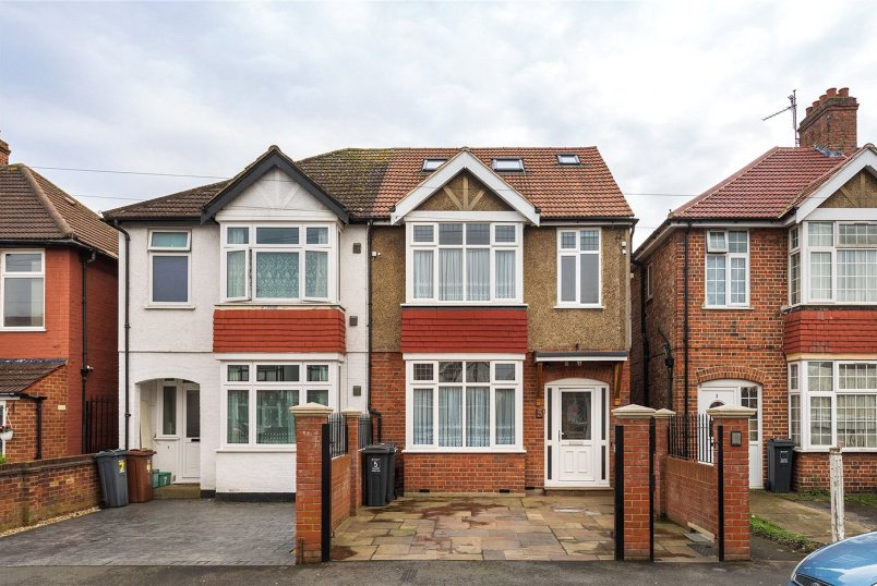House to rent in Brentford & Isleworth - Taunton Avenue, Hounslow, TW3