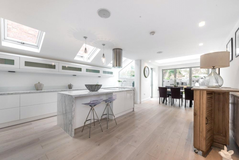 House for sale in Kensal Rise & Queen's Park - Keslake Road, London, NW6